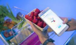 Chytrý telefon Changhong H2 nás může varovat před marketingovými kamuflážemi. Kredit: Changhong Electric Co.