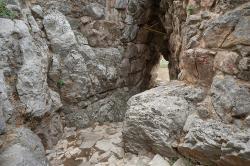 Závěr východu od Západní brány pevnosti v Tiryntu. Kredit: Zde, Wikimedia Commons. Licence CC 4.0.
