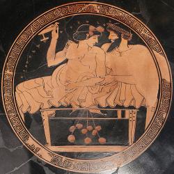 Hetéra na symposiu. (Metropolitan Museum of Art, New York, Wikimedia Commons).