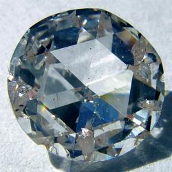Klasický syntetický diamant. Kredit: Steve Jurvetson / Wikimedia Commons.
