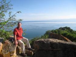 Tom C. Johnson, první autor studie.  Kredit: Large Lakes Observatory.