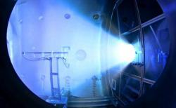 Test motoru VASIMR typu VX-200 v červnu 2012 (zdroj NASA).
