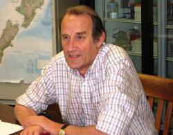 Thomas A. Platts-Mills. Britský imunolog a alergolog, autor více než 300 publikací a ředitel divize na University of Virginia School of Medicine.