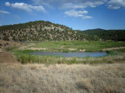 Oblast Long´s Canyon na území Státního parku Trinidad Lakes. Jde o jednu ze dvou oblastí, ve které byla prokázána přítomnost zlomu, přímo způsobeného seismickými vlnami generovanými impaktem asteroidu Chicxulub. Kredit: Nationalparks, Wikipedie (CC BY-SA 2.5)