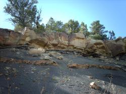 Skalní výchozy se sedimenty uloženými v době události K-Pg před 66,0 miliony let, snímek z oblasti Státního parku Trinidad Lakes na jihu Colorada. Kredit: Nationalparks, Wikipedie (CC BY-SA 2.5)