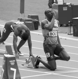 Bolt na vrcholu slávy, během Letních olympijských her v Londýně roku 2012. Se štafetou na 4 x 100 metrů zde vytvořil dosud platný světový rekord 36,84 sekundy, zatím historicky jediný čas pod 37 sekund. Kredit: Nick Webb, Wikipedie (CC BY 2.0)