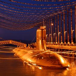 Americká ponorka USS Jimmy Carter na demagnetizaci. Proti SQUID magnetometru to ale moc nepomůže. Kredit: U. S. Navy.