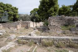 Římské lázně v Epidauru, tzv. Akoai. Kredit: Zde, Wikimedia Commons.