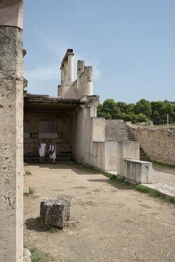 Abaton v Epidauru, 4. století před n. l. Kredit: Zde, Wikimedia Commons.