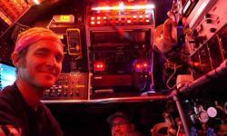 Brett Baker (vlevo) a pilot Jefferson Grau během jednoho z ponorů, kterým se podařilo strom života zase o něco rozkošatět. Listopad 2018. Kredit: Andreas Teske.