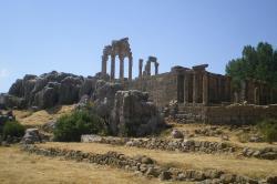 Adonidův chrám v Libanonu, římská doba. Kredit: Throwawayhack, Wikimedia Commons.