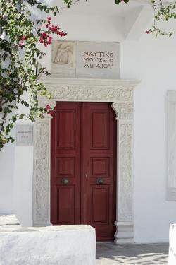 Vchod do Egejského námořního muzea na Mykonu. Kredit: Zde, Wikimedia Commons.