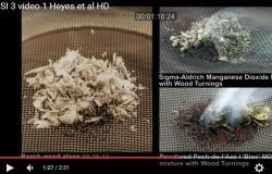 Porovn�n� rozd�l�v�n� ohn� s vlhk�m materi�lem za pomoci pr�ku z burelu a bez n�j. Video lze spustit zde .
