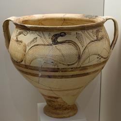 Mykénský kratér s velkými ptáky nalezený v Naupliu (Nafplionu), kolem 1300 před n. l. Archeologické muzeum v Naupliu. Kredit: Zde, Wikimedia Commons.