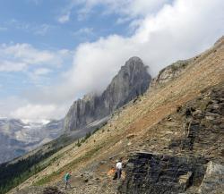Burgesské břidliceveSkalistých horáchvBritské Kolumbii se pyšnily výskytem nejstarších fosilií červených řas. Už to ale několik dnů neplatí. (Kredit: Mark A. Wilson