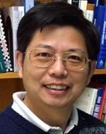 Xuhua Xia, profesor biologie na University of Ottawa, autor publikace s kontroverzní hypotézou vzniku SARS-CoV-2. Kredit: UO.