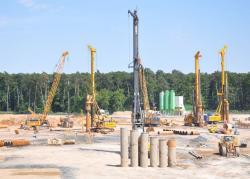 Začalo budování komplexu FAIR v GSI Darmstadt, který bude také obsahovat urychlovačový komplex pro produkci a akumulaci antiprotonů (zdroj Markus Bernard pro FAIR).