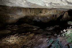 Jeskyně Zás, kousek dál. Kredit: Zde, Wikimedia Commons . Licence CC 3.0.