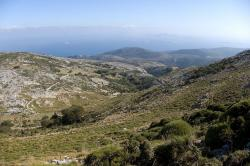 Sestup posvátným okrskem Dia Pastýřského. Kredit: Zde, Wikimedia Commons.