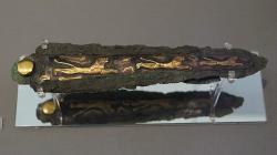 Bronzová dýka zhrobového okruhu A vMykénách. Národní archeologické muzeum v Athénách, 8395. Kredit: Schuppi, Wikimedia Commons. Licence CC 3.0.