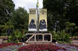 Smithsonian National Zoological Park (doslova Smithsonova národní zoologická zahrada) také známá jako National Zoo (Národní zoo) se rozkládá na předměstí Washingtonu. Je jednou z nejstarších zoologický zahrad v USA. Založili jí v roce 1889 a dodnes nevybírá vstupné.