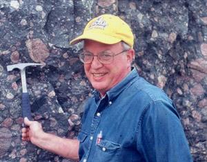 J. William Schopf. První autor publikace obhajující pravost australských mikrofosilií. Kredit: UCLA,Earth, Planetary, and Space Sciences