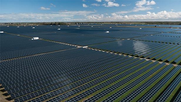 Kamuthi solar facility in Tamil Nadu. Kredit: Powertechnology.com, ilustrační foto.