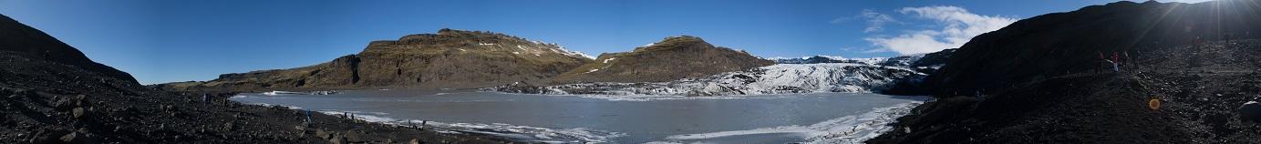 Ledovcový splaz Sólheimajökull. S ledovci, jako producenty metanu, klimatologické modely neuvažují. Nynější geologická terénní měření opět dala na srozuměnou, jak snadno se ve svých soudech můžeme mýlit.Foto: Jordan Parker, CC BY-SA 4.0