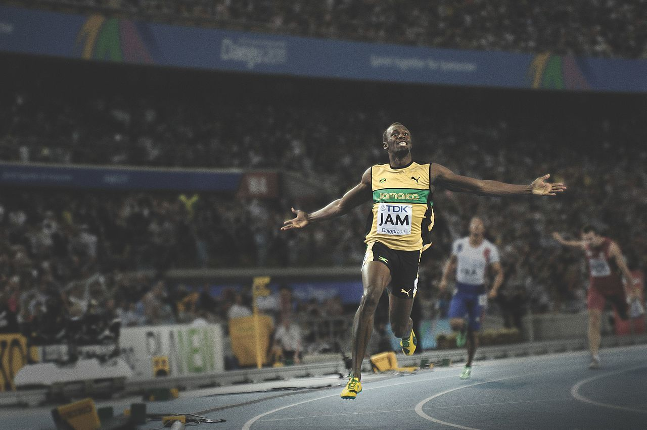 Současným světovým rekordmanem nejenom v bězích na 100 a 200 metrů a ve štafetě na 4 x 100 metrů, ale také v dosažené absolutní rychlosti je Jamajčan Usain Bolt, který v loňském roce ukončil svoji bohatou a úspěšnou profesionální kariéru. Dosažená ry