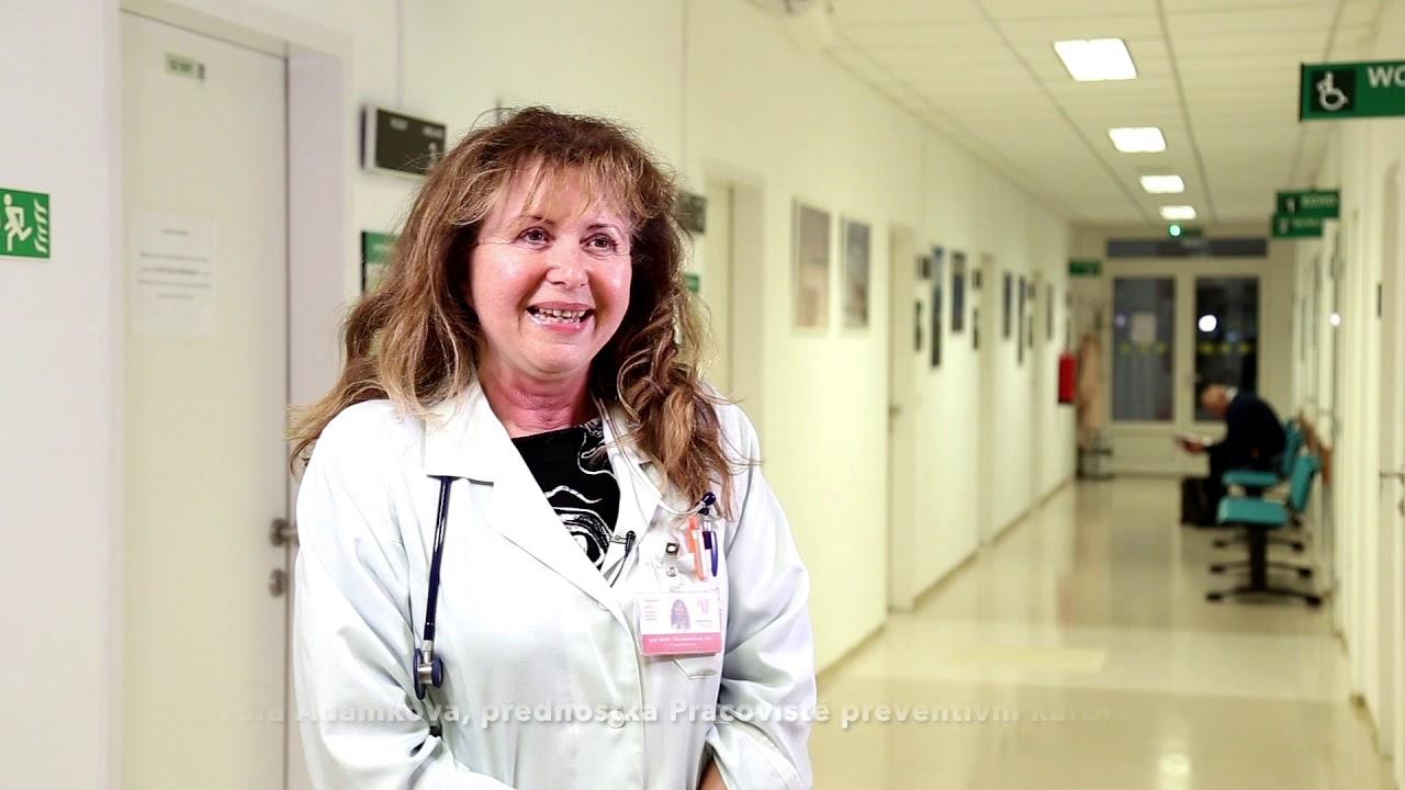 Šéfová našeho týmu, který se má pokusit připravit vakcínu. Profesorka Věra Adámková je kardioložkou. Kredit: IKEM, Youtube.