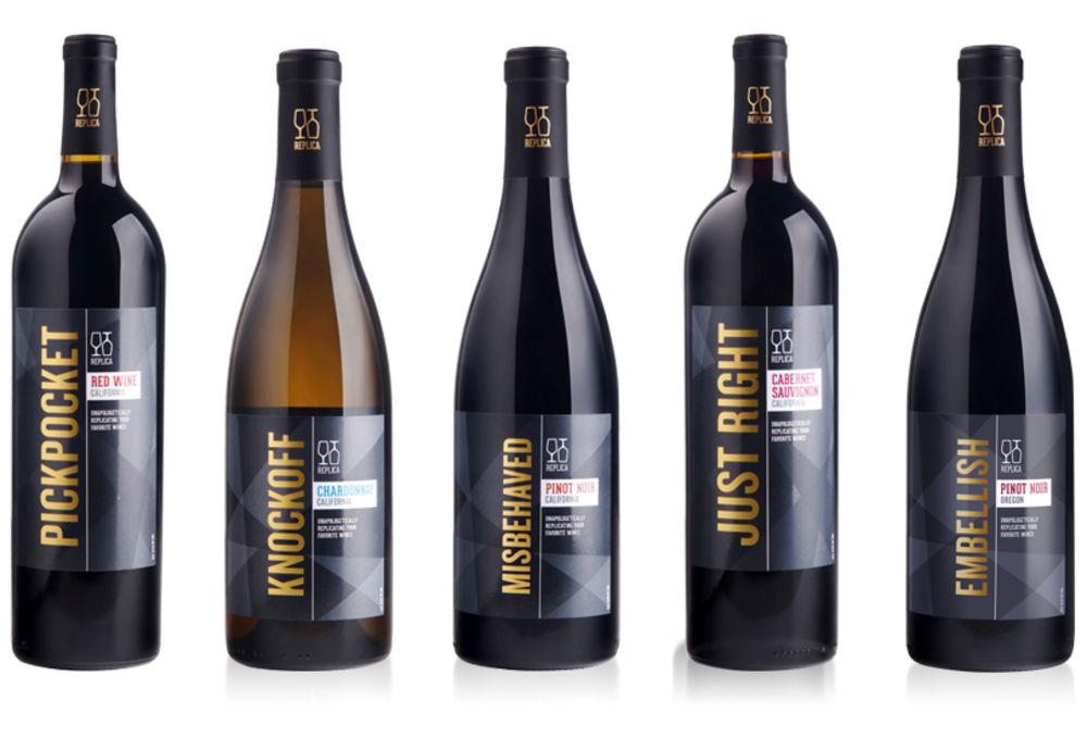 Viněty produktu za pár dolarů a údajně s chutí dosti podobnou, vypadají podstatně lépe. Kromě nenápadného sdělení, že by mělo jít o červené,Chardonnay, Pinot Noir, Sauvignon, jsou velkým písmem uvedeny komerční názvy. Na pro