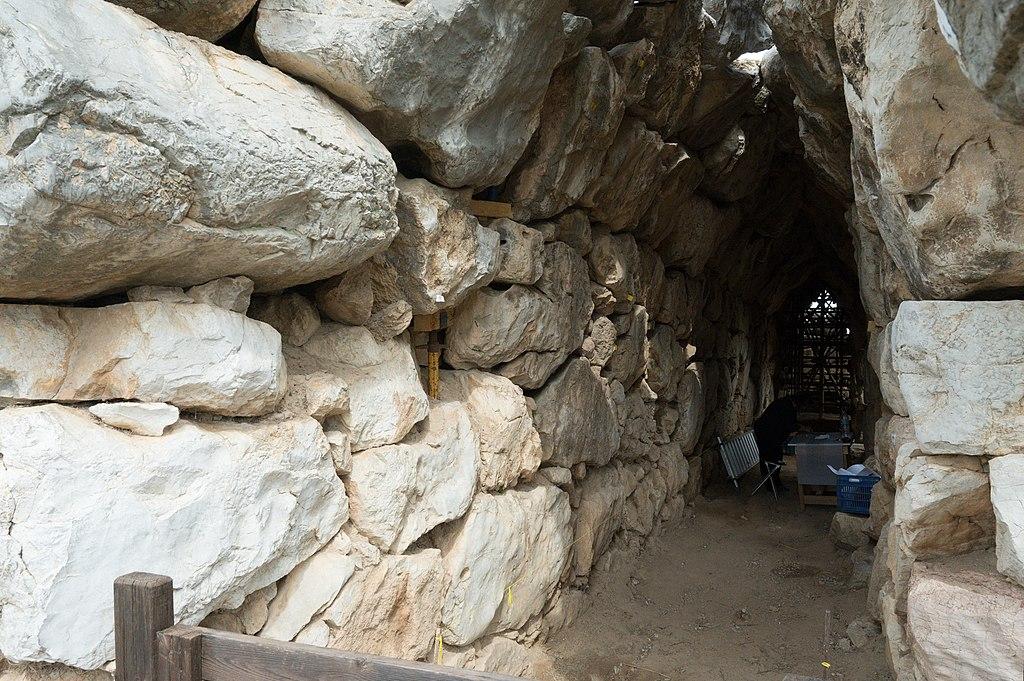 "Tunel v hradbách s vyhlídkami, tzv. ""galerie"