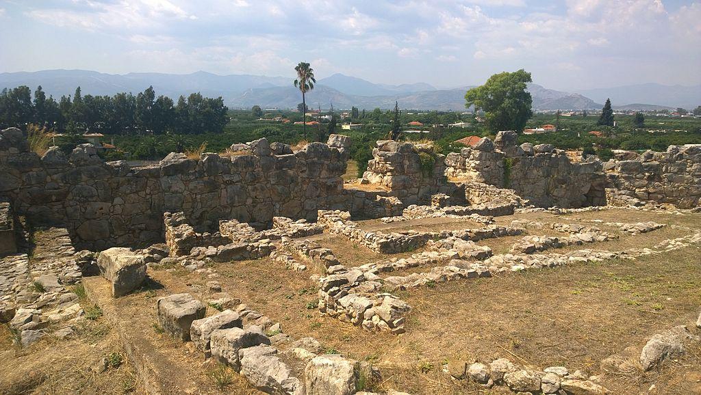 Dolní citadela v Tiryntu, kde přežívala submykénská kultura. Kredit: Karelksir, Wikimedia Commons. Licence CC 4.0.