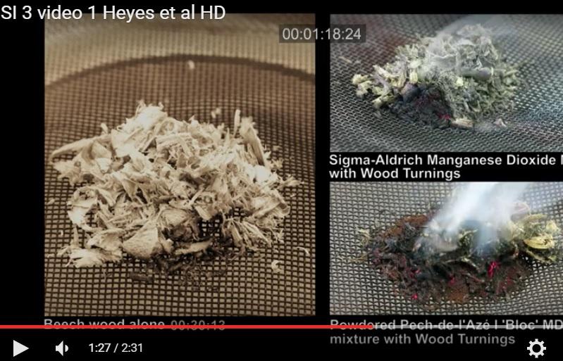 Porovnání rozdělávání ohně s vlhkým materiálem za pomoci prášku z burelu a bez něj. Video lze spustit zde .