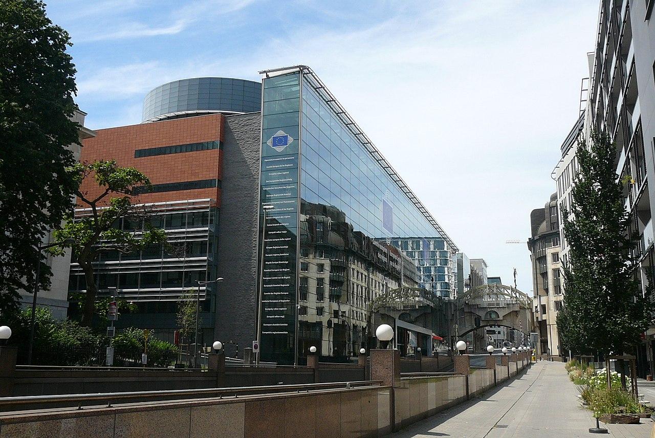 Sídlo Výboru regionův Bruselu. Kredit: Guy Delsaut, Wikipedia.