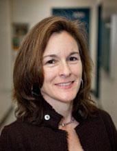 """Tracey Woodruff, spoluautorka studie: """"Čím větší koncentraci zpomalovačů hoření (PBDE) jsou těhotné ženy vystaveny, tím nižší mají jejich děti  IQ.""""  Kredit foto: UCSF."""