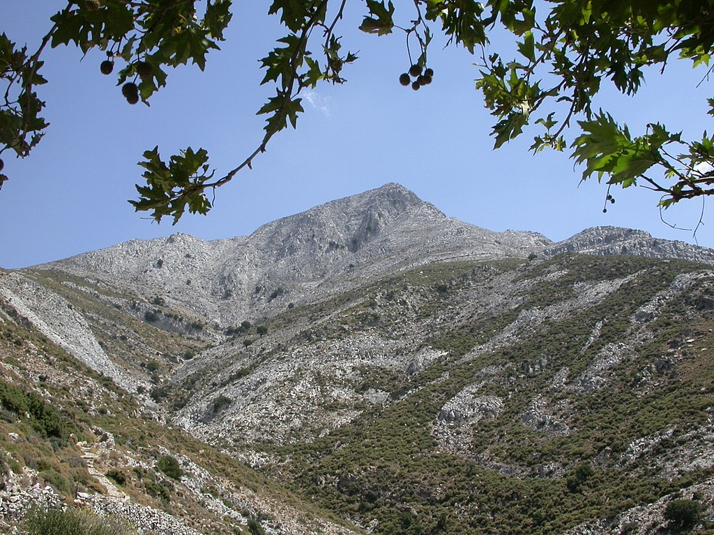 Hora Zás od pramene Arión. Naxos. Kredit: Stepanps, Wikimedia Commons. Licence CC 4.0.
