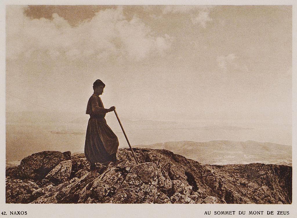 Na vrcholu Zás roku 1919. Kredit: Frederic Boissonnas, Wikimedia Commons. Public domain.