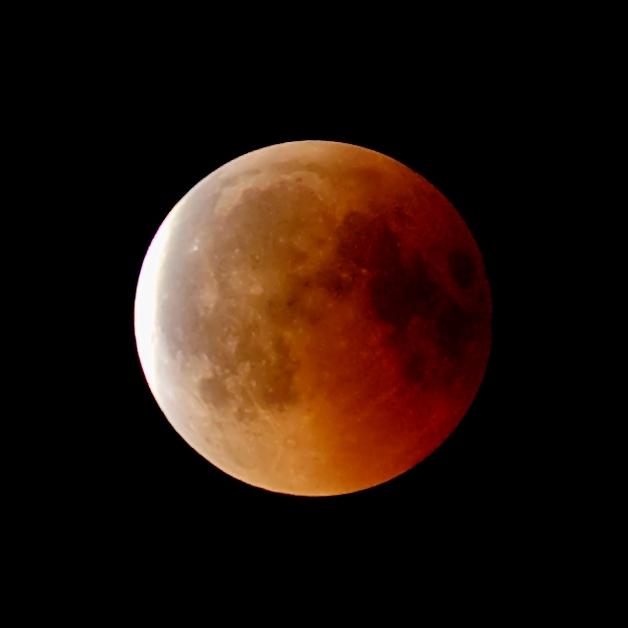 Zatmění Měsíce 27. 7. 2018. Kredit: Wikimedia Commons.