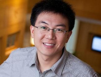 Fuzhong Zhang, vedoucí kolektivu - absolvent Pekingské university, profesor chemického inženýringu na Washington University in St. Louis.