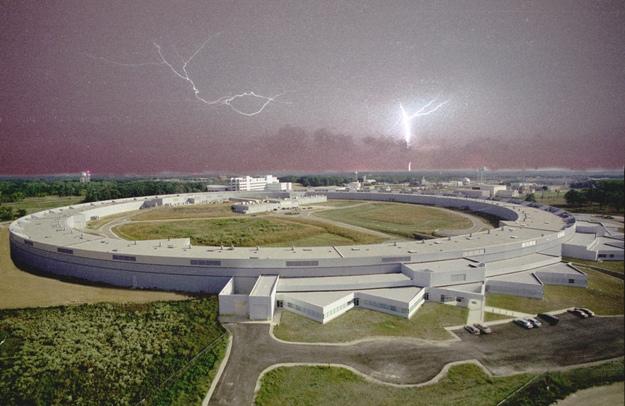 Americký synchrotron Advanced Photon Source. Kredit: ANL.