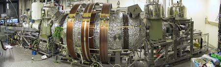 Elektronov� spektrometr v Mainzu, kter� dr�� spolu se spektrometrem v rusk�m Troicku sou�asn� rekord v p�esnosti m��en� hmotnosti neutrina (zdroj Mainz).